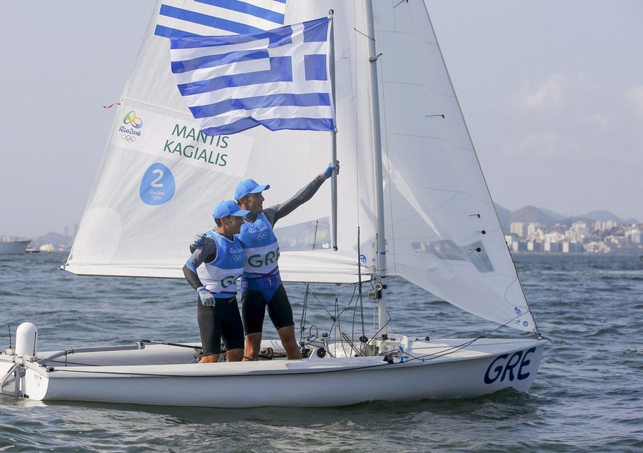 epa05496571 Panagiotis Mantis and Pavlos Kagialis of Greece celebrate after winning the bronze medal in the men's 470 class medal race of the Rio 2016 Olympic Games Sailing events at the Marina da Gloria in Rio de Janeiro, Brazil, 18 August 2016.  EPA/OLIVIER HOSLET